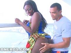 Big Booty svart kvinna rider kuk