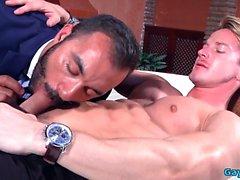 Muscle gay analsex med cumshot