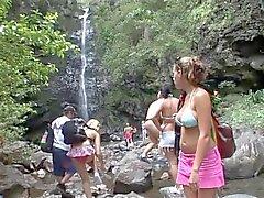 Emilie Evermoore bumst Nähe von einem Wasserfall