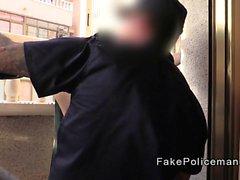 Falsk polis slickar en blondiner cunt av balkongen