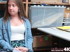 Соблазнительная подростковой ударил в бэк-офисе