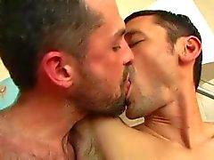 Sexo macho fina (com beijo doce)