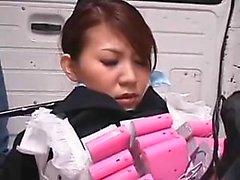 Hot japanische Babe bdsm doppelte Blasen und haarige Muschi gespielt