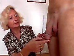 Italienska farmor tycker 2 kranarna