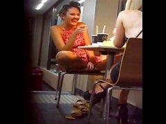 Gaja boa upskirt McDonalds'ta yakalandı!