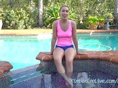 Sexy Teen Kimber Lee sagt Ihnen, wie Sie Jerk durch den Pool!