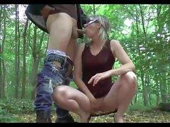 Fremde fickt Frau in Wald