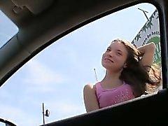 Cornea amatoriali ragazza avvitato su a posto indietro in pubblico