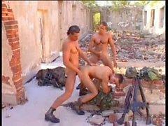 Heißer total Dreifach Soldaten Outdoor Fick