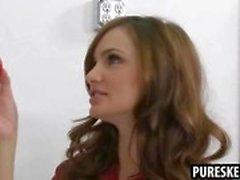 Seksi esmer öğrenci onu öğretmen tarafından cezbedilmekte