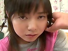 Kaunis aasialainen schoolgirl kokemasi haittavaikutus on lämmin