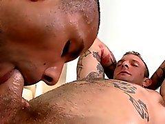 Heiß Twink seinen harten Schwanz bekommt von geiler Homosexuellen gelutscht