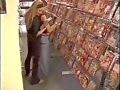 Noorse Amateurs neuken in een porno winkel