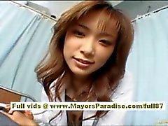 Enfermera de a Risa que Kasumi asiático está teniendo una fiesta carajo