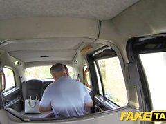 Fake Taxi kontor tjej i strumpor rimming analsex och svälja