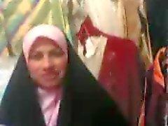 arabische Frau im Geschäft
