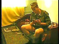 Jungen Russen Soldaten wichs und voll