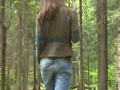 Adventure geblasen im Wald