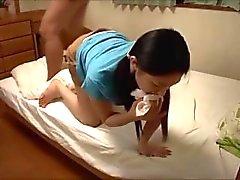 Japon kızlar kolayca onu öğretmen bir yük kapalı darbe yapar.