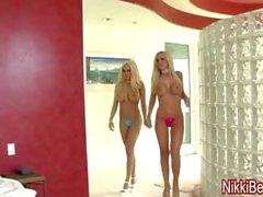 Nikki Benz y Gina Fuck un Peeping Tom en Big Tit 3some!