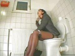 Mastürbasyon Tuvalette türk Yapan kız