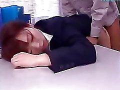 De 2 señoras de la oficina narcotizada y golpeó By de 2 Limpiadores de follada De Semen al Vientre Y Chorreo De Leche En La Oficina