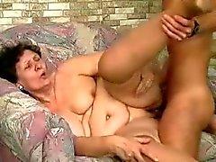 bbw granny graisse enculée par une partie young tenon de 2