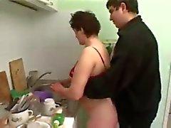 follando pareja regordete en la cocina de