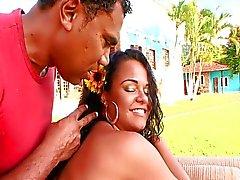 Agatha Moreno recebe seu espólio Latina bateu