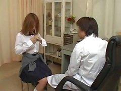 Jeune Japonesa s'offre una ONU Pervers Gynécologue