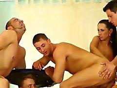 Bi- brudar slicka samt finger i orgie