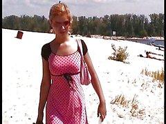 Twee Russische Naakt Strand meisjes in de zomer tijd .