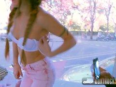 Alexa caliente Nasha folla al agente modelo en público