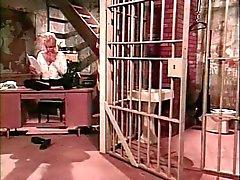 Bir hapishane hücresine Sado İşlemleri Eşcinsel üçlü