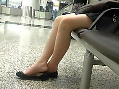 Кандид сексуальных азиатских 18летняя Подростка Ножки Ножки Shoeplay Висячие