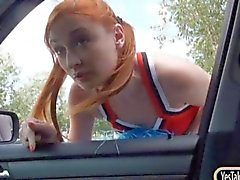 Claque Redhead de Eva Berger bichano fodido no carro