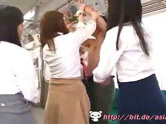 Азиатские школьницы поезд - Смотреть Part2 на ссылку ниже