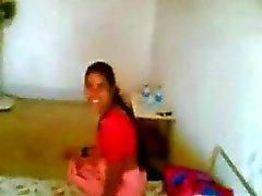Northindian Aunty fucked door haar BF in een Hotelkamer