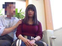 sapkın Japon adam tarafından hipnotize İyi görünümlü Asyalı bebekler