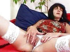 Hot puma mostra seus seios naturais e buceta