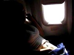 pornthey - kuuma MILF vaimoa sormijärjestys itsekin kaupalliselle lentokoneen