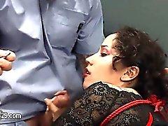 Encantadora bdsm banged golpeado violentamente con cuerdas