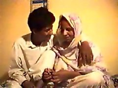 Pakistaanse Punjabi kerel neuken geile schoonmoeder