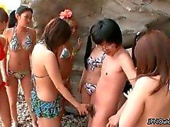 Geile groep Japanse meisje zuigen part3