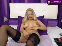 Blonde babe sukkanauhat ja solit yksin