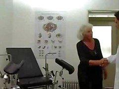 Granny Norma funciona em uma máquina Sexo