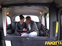 Fake Taxi Russian tüylü kedi doğal göğüsleri