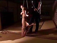 Staplad den japanska maka bringar hon slaveriet fetisch fantasier ton