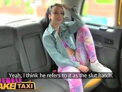 Mujer taxi falso Lesbianas mierda coño apretado con una correa en