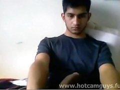 Super Cute Indian Guy runkar på webbkamera - Del 1